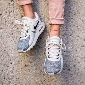 NIKE AIR MAX ZERO SE NUDE WOMENS SHOES SIZE 8